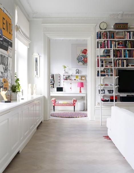 Binnenkijken in een appartement vol kleur woonblog - Kleur corridor appartement ...