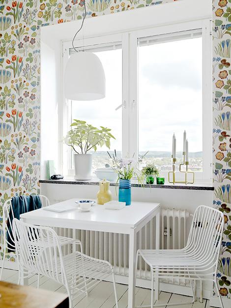 Scandinavisch bloemenbehang in de keuken - woonblog
