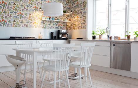 Design Behang Keuken : Scandinavisch bloemenbehang in de keuken woon