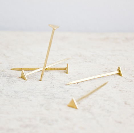Equilateral nails 01