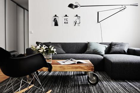 Binnenkijken in een minimalistisch zwart-wit appartement - woonblog