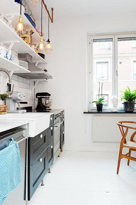 Tips Gezellige Keuken : Gezellige rommel in een keuken zonder kasten – woonblog