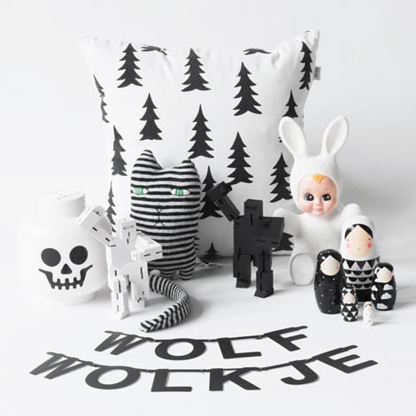 Wolf-en-wolkje-kinderwebshop-kinderkamer-zwart-wit-monochrome-